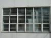 janela-maxim-ar-de-aluminio-com-grade-interna